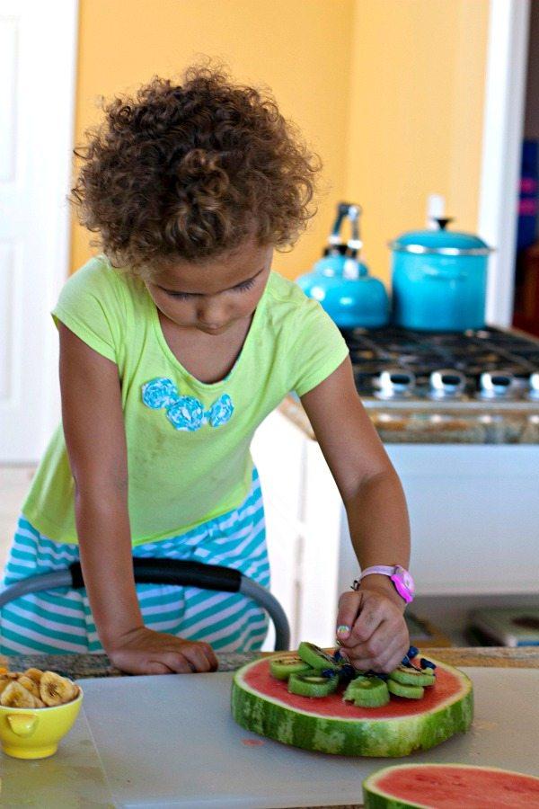 kid_making_watermelon_pizza