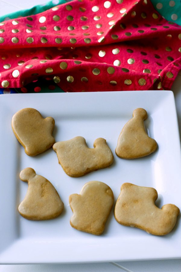 Delicious roll out Gingerbread Cookies with Orange Glaze. Grab the kids, because they will love making these cookies with you! via @foodfolksandfun