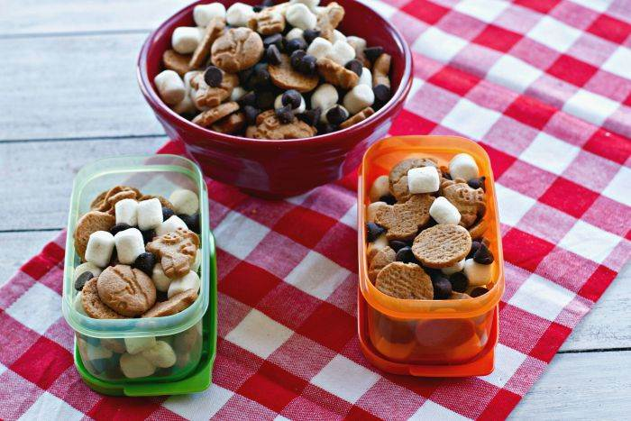 3 ingredients and 1 minute is all that you need to make this Easy S'mores Snack Mix. Grab the kids, they'll love helping you make this delicious snack recipe. #HorizonSnacks