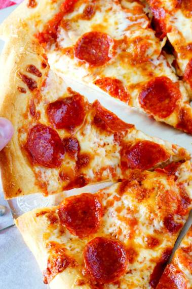 How to make homemade pizza. It's the best pepperoni pizza recipe!