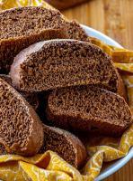 A basket full of sliced Outback Bread.