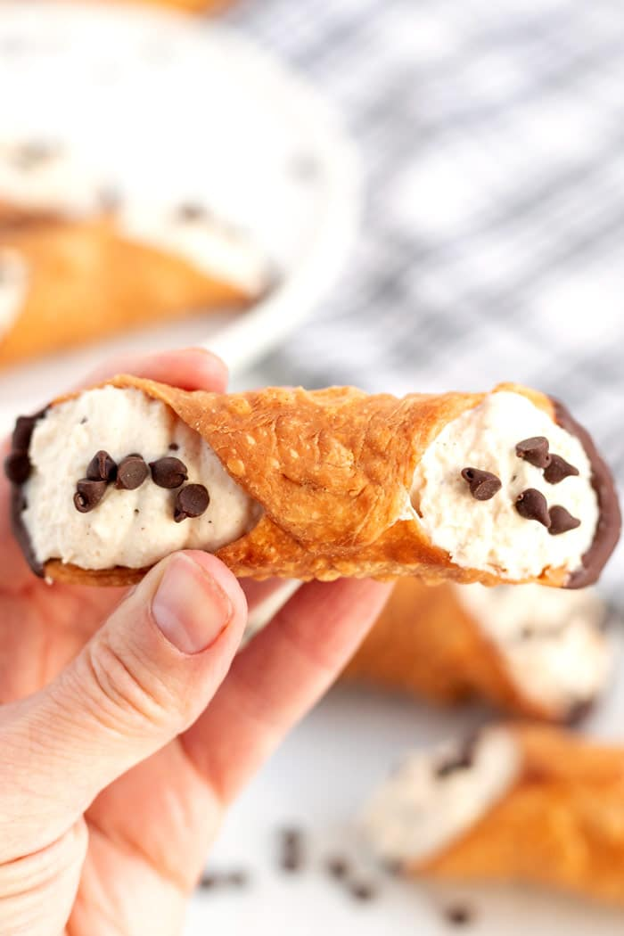 Close up picture fo a finished cannoli.