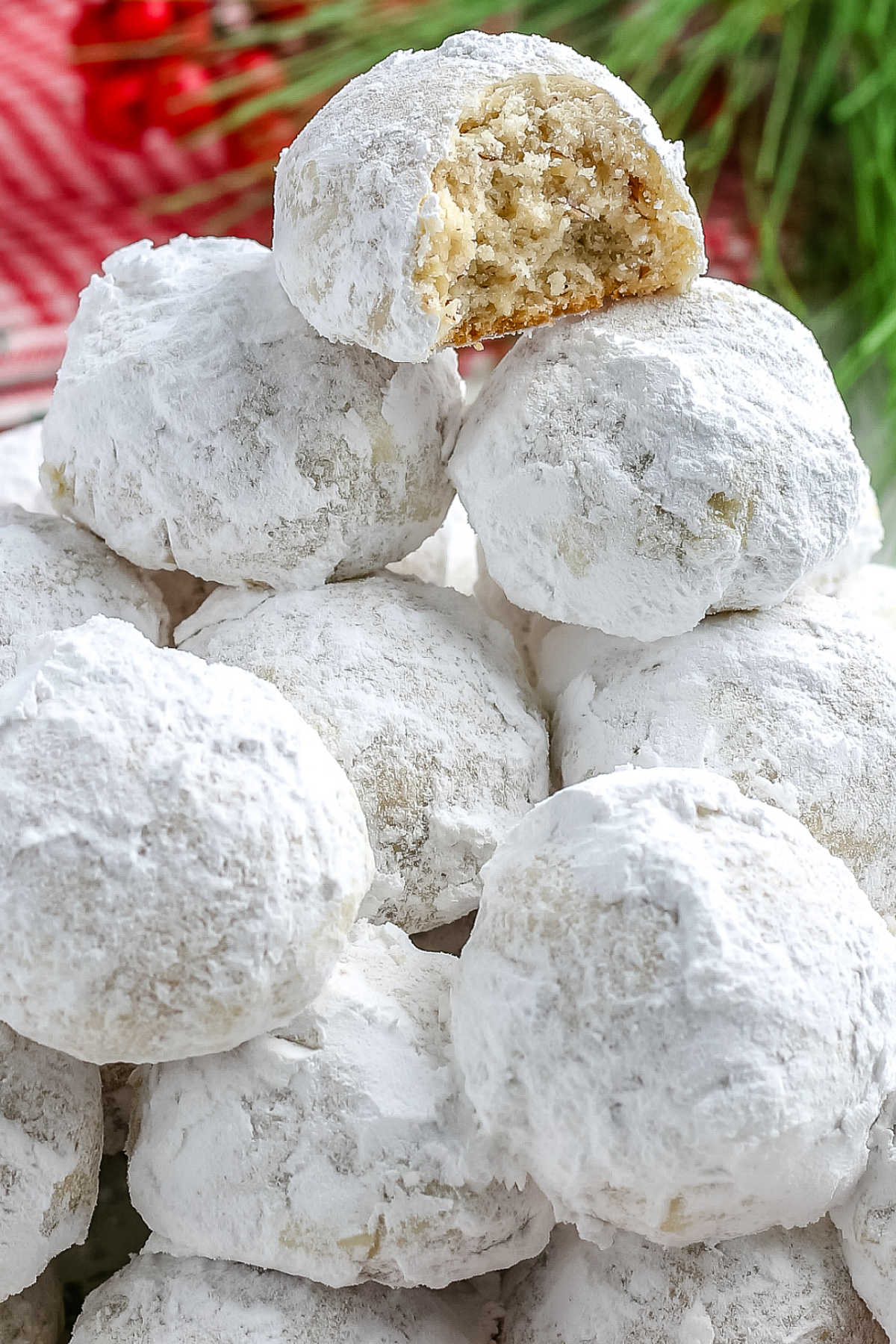 Pecan Snowball Cookies are soft, tender cookies that melt in your mouth. Kids love rolling the cookies in snowy white powdered sugar. via @foodfolksandfun