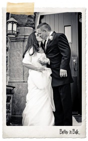 bw wedding kiss