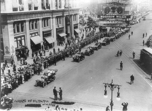 Parade_of_Olympic_athletes_on_5th_Avenue,_NYC_1912