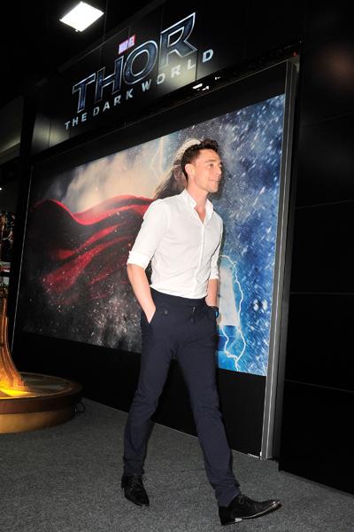 "Marvel's ""Thor: The Dark World"" Autograph Signing - Comic-Con International 2013"