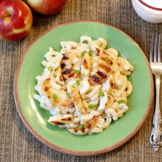 White Cheddar Mac and Cheese with Grilled Chicken and Apples #15MinuteSuppers
