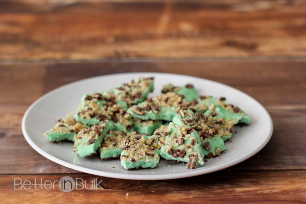 Looking for a super-quick, delicious dessert recipe for St. Patrick's Day and beyond? Leprechaun bark will disappear faster than you can say LEPRECHAUN!