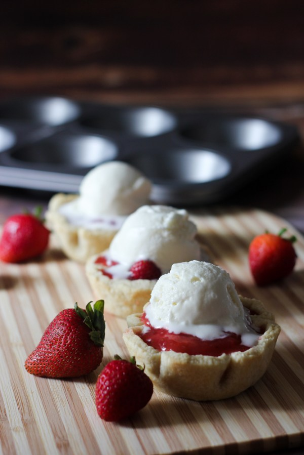 fresh strawberry pies a la mode
