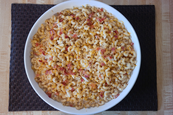 Creamy Homemade Macaroni and Cheese with Bacon
