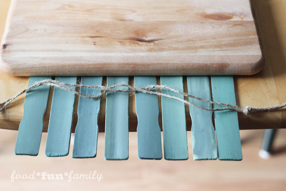 Looking for a cute St. Patrick's Day craft? This DIY project came as a result of a search for a paint stick crafts. The result is a fun and festive St. Patrick's Day Lucky rustic wall hanging .