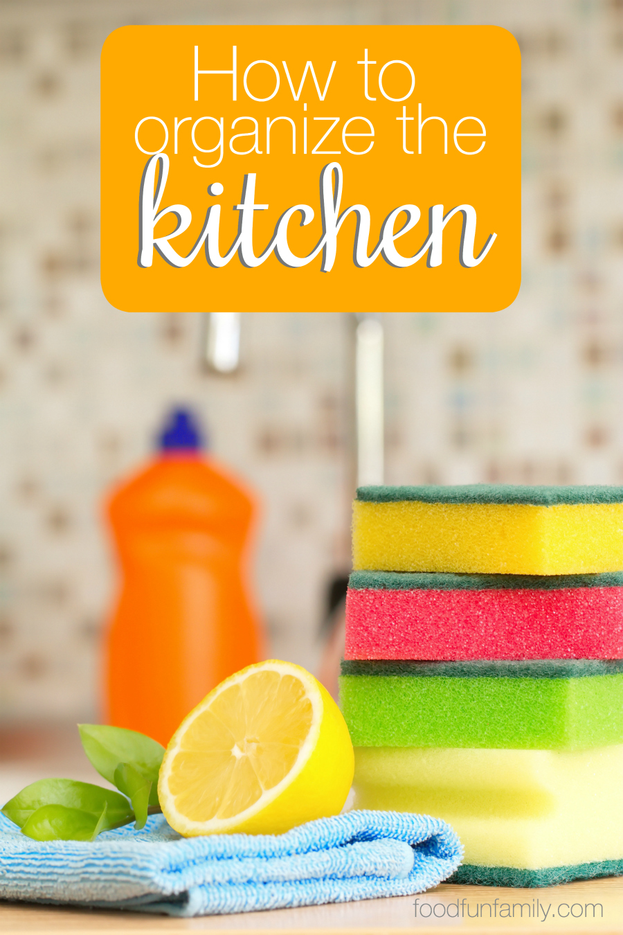 I love spending time in the kitchen, but it's too easy for the kitchen to get cluttered. Check out these easy steps to keep the kitchen organized. If you've ever dealt with a cluttered counter or a disorganized utensil drawer, you need these organization tips!