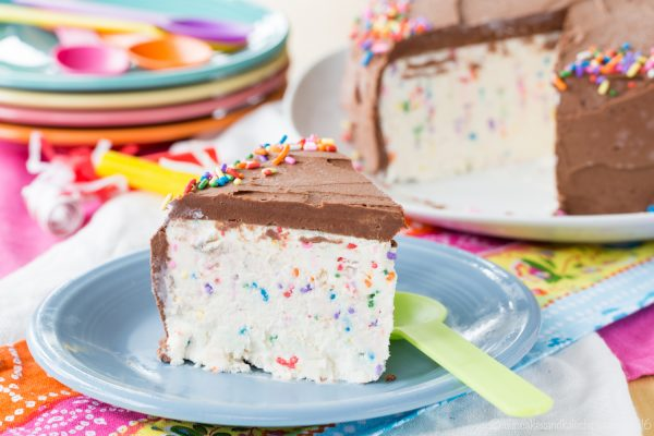 No-Churn-Funfetti-Ice-Cream-Cake-recipe-6988-600x400
