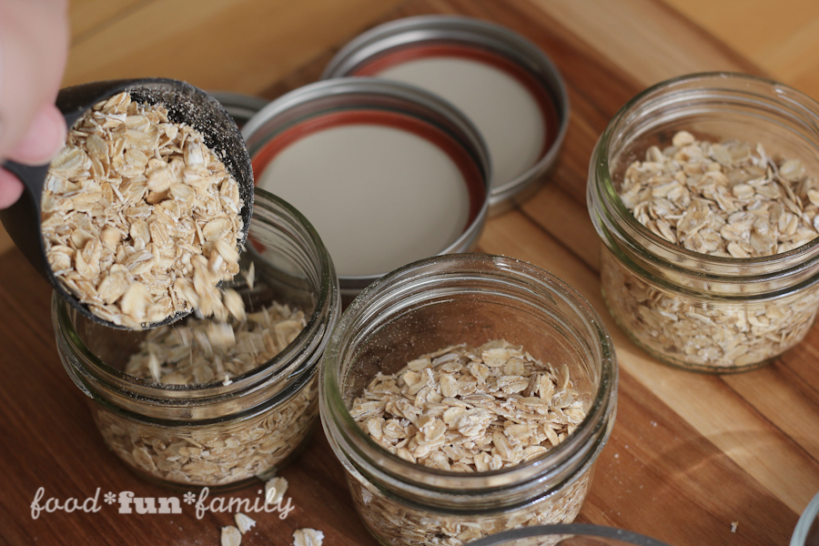 No-cook Overnight Berry Protein Oatmeal - a great on-the-go breakfast recipe for busy mornings