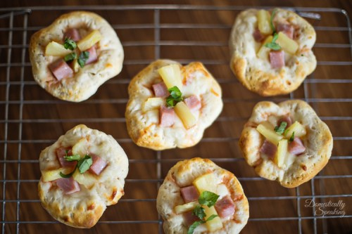 Hawaiian-Pizza-Bites-with-Pineapple-and-Ham-the-perfect-party-appetizer-6-1