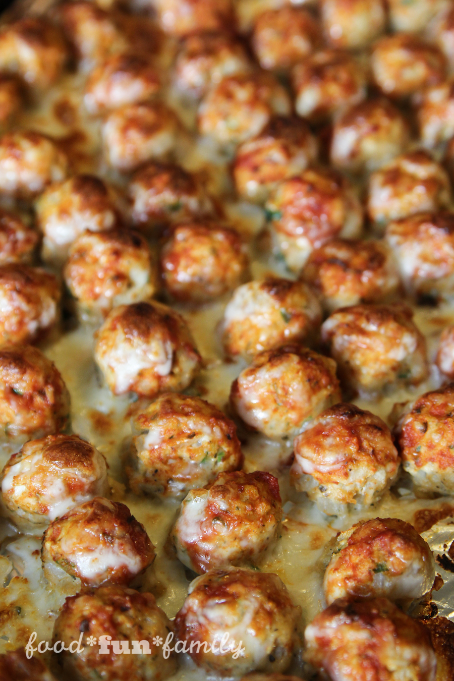 http://foodfunfamily.com/wp-content/uploads/2016/08/Chicken-Parmesan-Meatballs-11.jpg