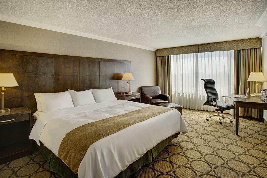 radisson-hotel-toronto-east_suite_1366x909