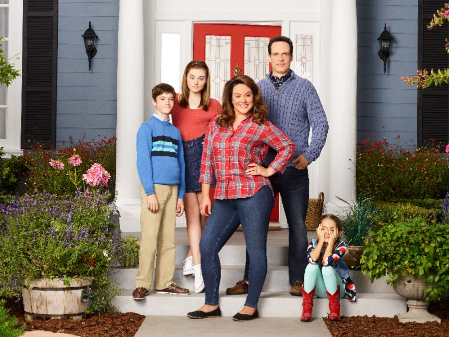 """AMERICAN HOUSEWIFE - ABC's """"American Housewife"""" stars Daniel DiMaggio as Oliver, Meg Donnelly as Taylor, Katy Mixon as Meg Donnelly, Diedrich Bader as Greg and Julia Butters as Anna-Kat."""