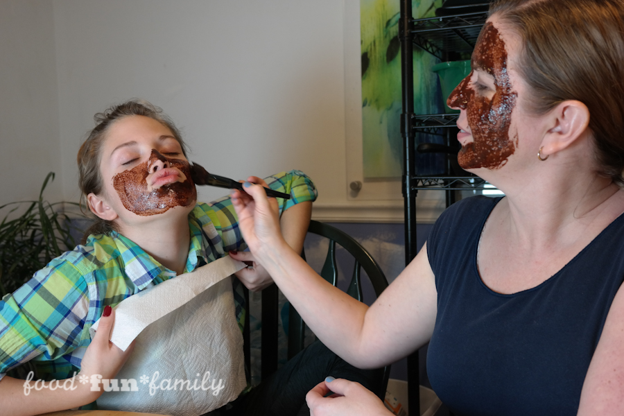 DIY luxurious chocolate face mask is great for your skin!