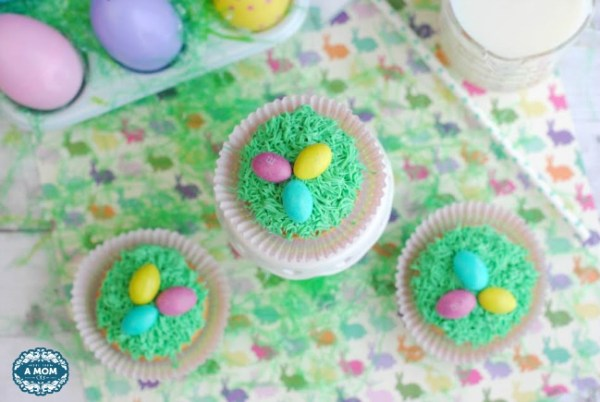 Easter-Grass-with-eggs-cupcake