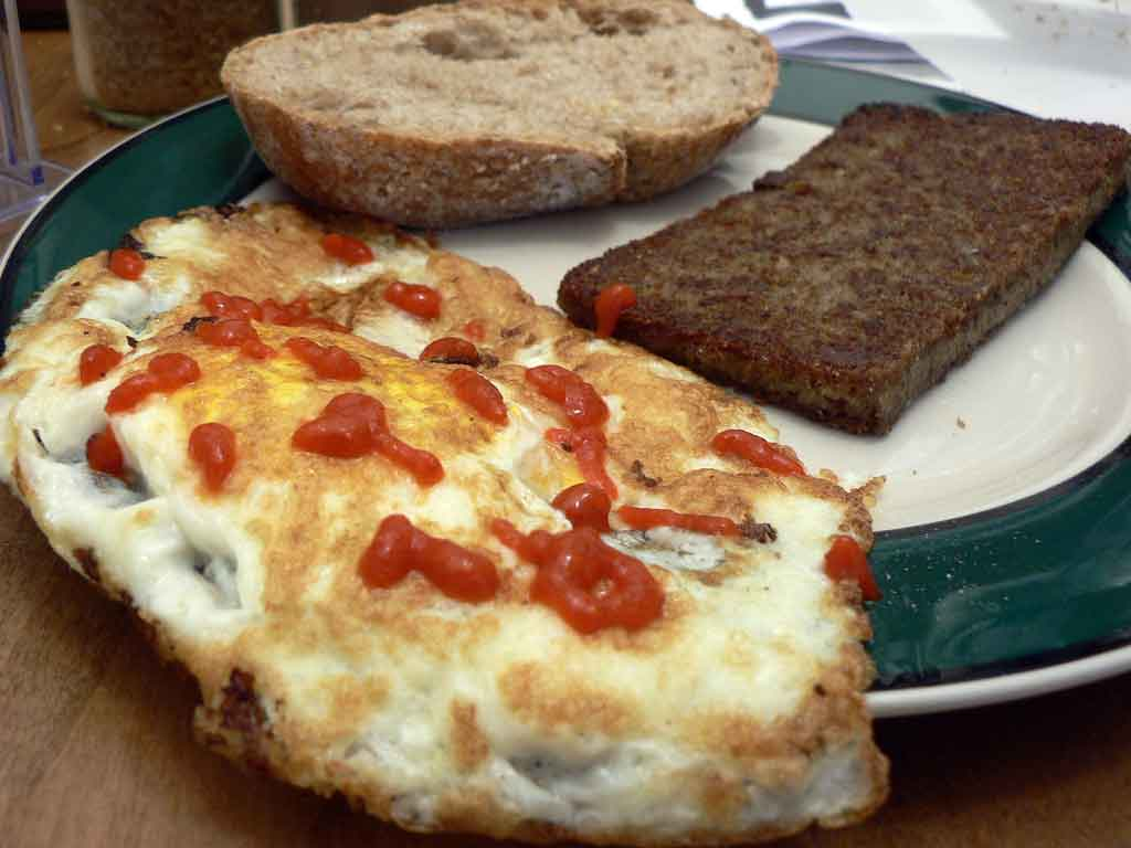 https://i0.wp.com/foodgasmrecipes.com/wp-content/uploads/2017/08/Scrapple-and-Eggs.jpg?w=1024&ssl=1