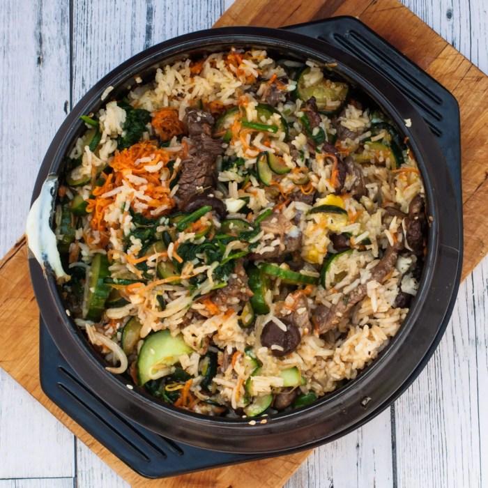 Blandet bibimbap - Lækre koreanske stegte ris