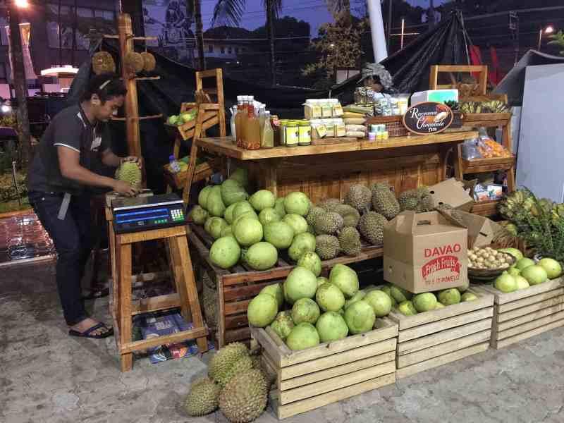 foodicles-davao-8-abreeza-mall-fruit-market