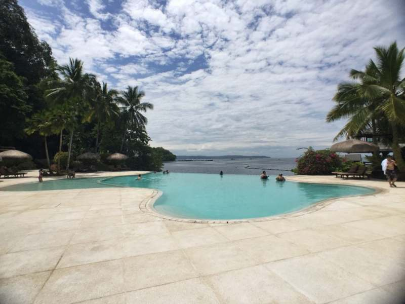 foodicles-pearl-farm-resort-3-infinity-pool