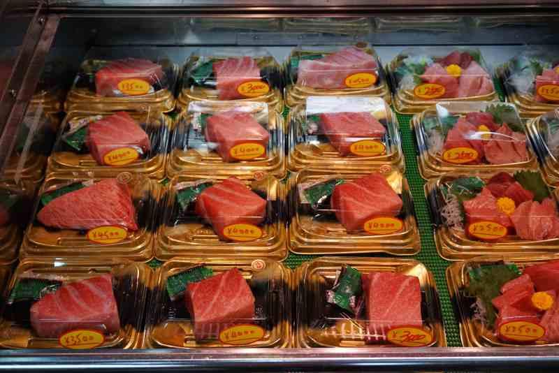 foodicles-kuromon-market-osaka-japan-6
