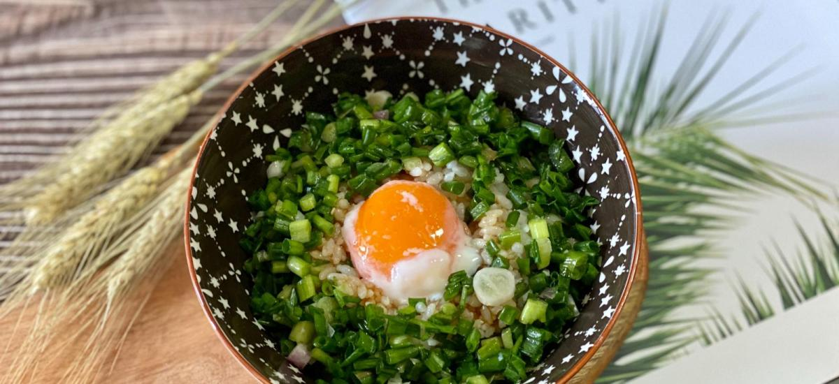 【CurlyCanCook】窮到燶!淨番蛋同蔥?自己做爆蔥牛角溫泉蛋飯