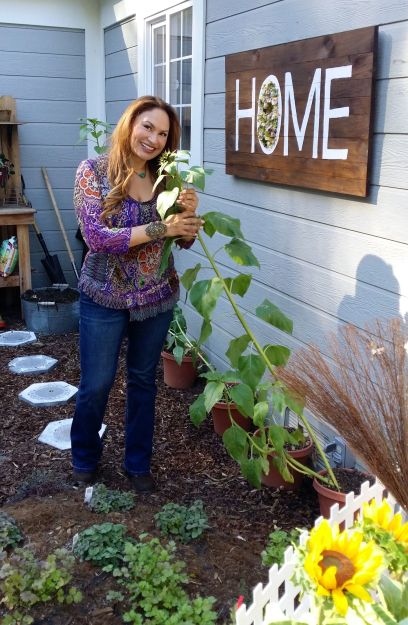 shirley bovshow is the foodie-gardener who teaches how to grow food with style