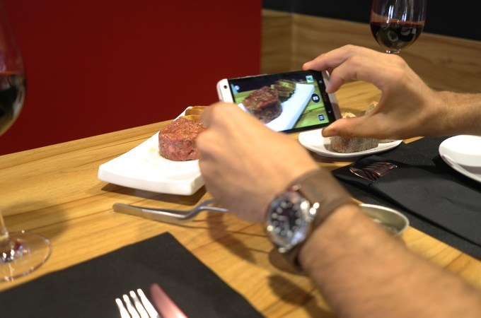 Taking a picture of the beef tartar