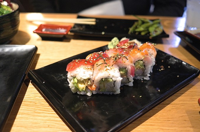 Rainbow rolls at Nakashita