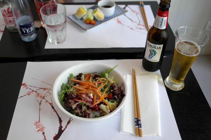 Green salad and vegetarian rolls