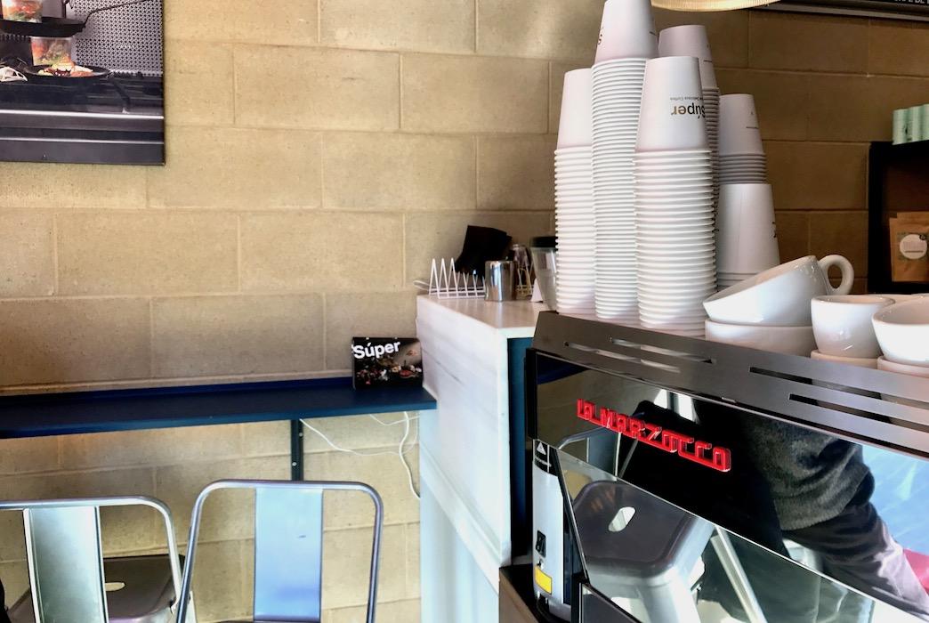 The coffee machine at Súper Poble Nou