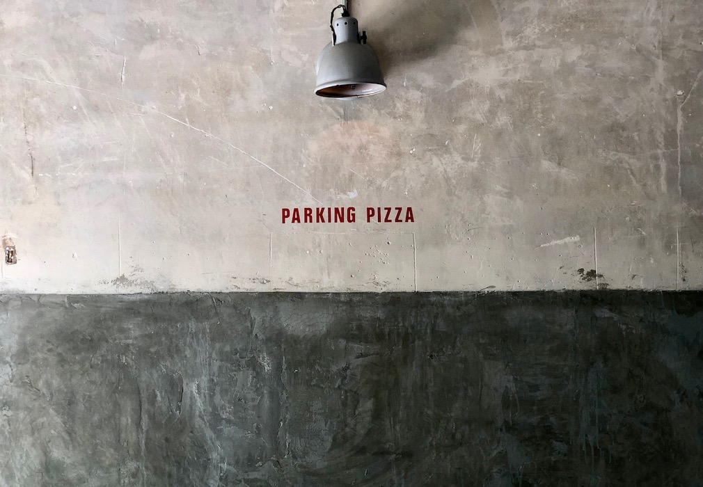The sign at Parking Pizza Passeig San Joan