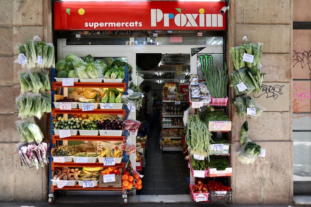 The outside of Proxim Filipino Market Barcelona