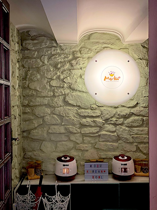 Modu cafe in Gracia with the Cuckoo rice cookers below