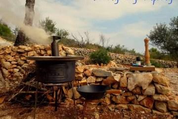 Kotlovinsko wokarenje odnosno kotlovina spremljena kao u woku - treba naložiti dobru vatru