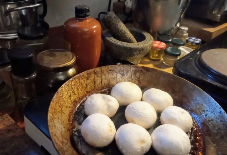 Šampinjoni ne smiju biti mokri prije kuhanja jer će inače imati gumeni okus