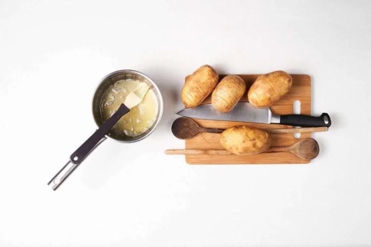 Kuhače osiguravaju da krumpir zarežeš, a da pritom ostane u komadu.