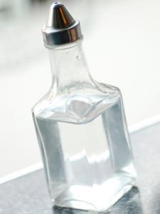 ts-87589654_bottle-of-white-vinegar_s3x4-jpg-rend-hgtvcom-1280-1707