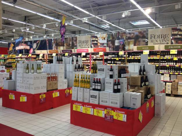 The aisles at Carrefour's wine fair