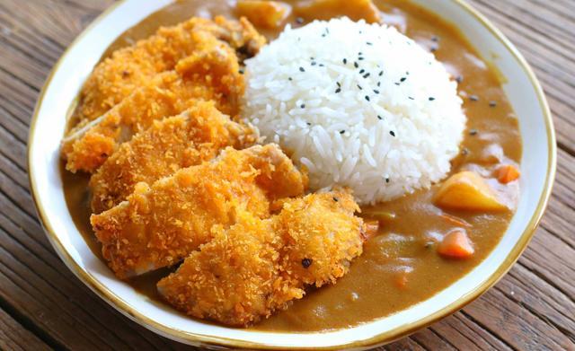 咖喱猪排饭,不管是猪排还是咖喱都比外面更好吃