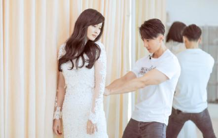 吴尊带林丽吟试婚纱看直眼,夫妻恩爱甜蜜默契尽在不言中