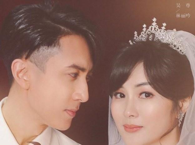 吴尊夫妇拍婚纱玩反串角色,妻子穿西装帅气逼人