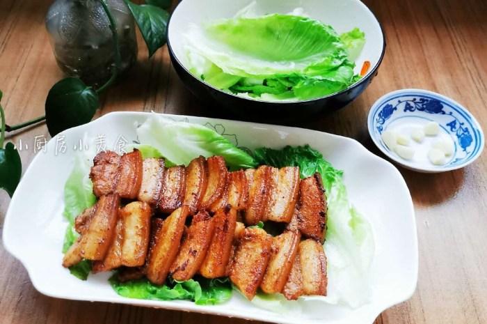 在家烤肉很简单,五花肉这样腌制好平底锅也能烤肉