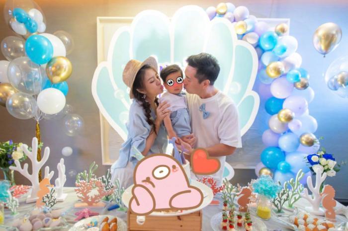40岁安以轩晒照庆生,为二胎办迎婴宴丈夫送380万名表宠妻