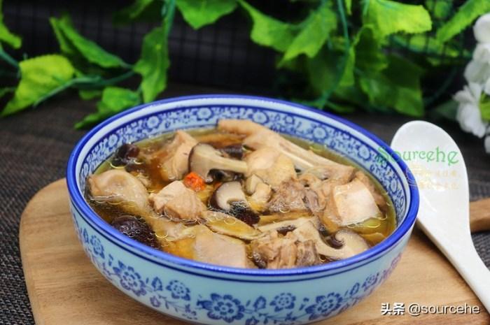 煲雞湯加這三種食材,熱乎乎暖暖的很適合長輩喝
