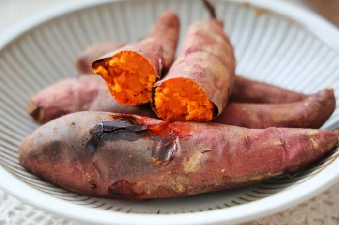 在家烤上幾根紅薯,比外面賣得還香不用電飯煲烤箱